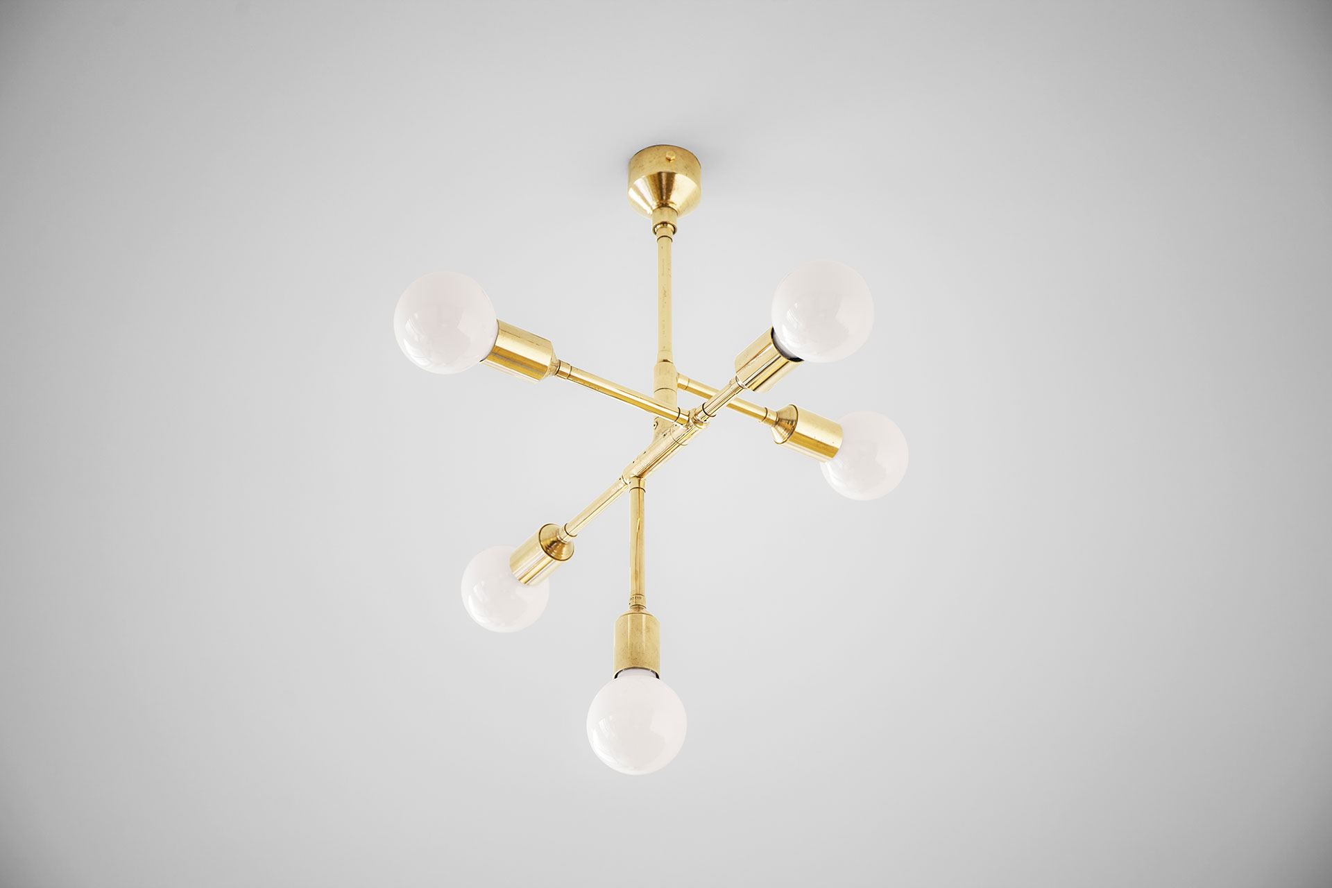 Trendy 5 lights ceiling lamp in copper or brass inspired by mid-century modern design