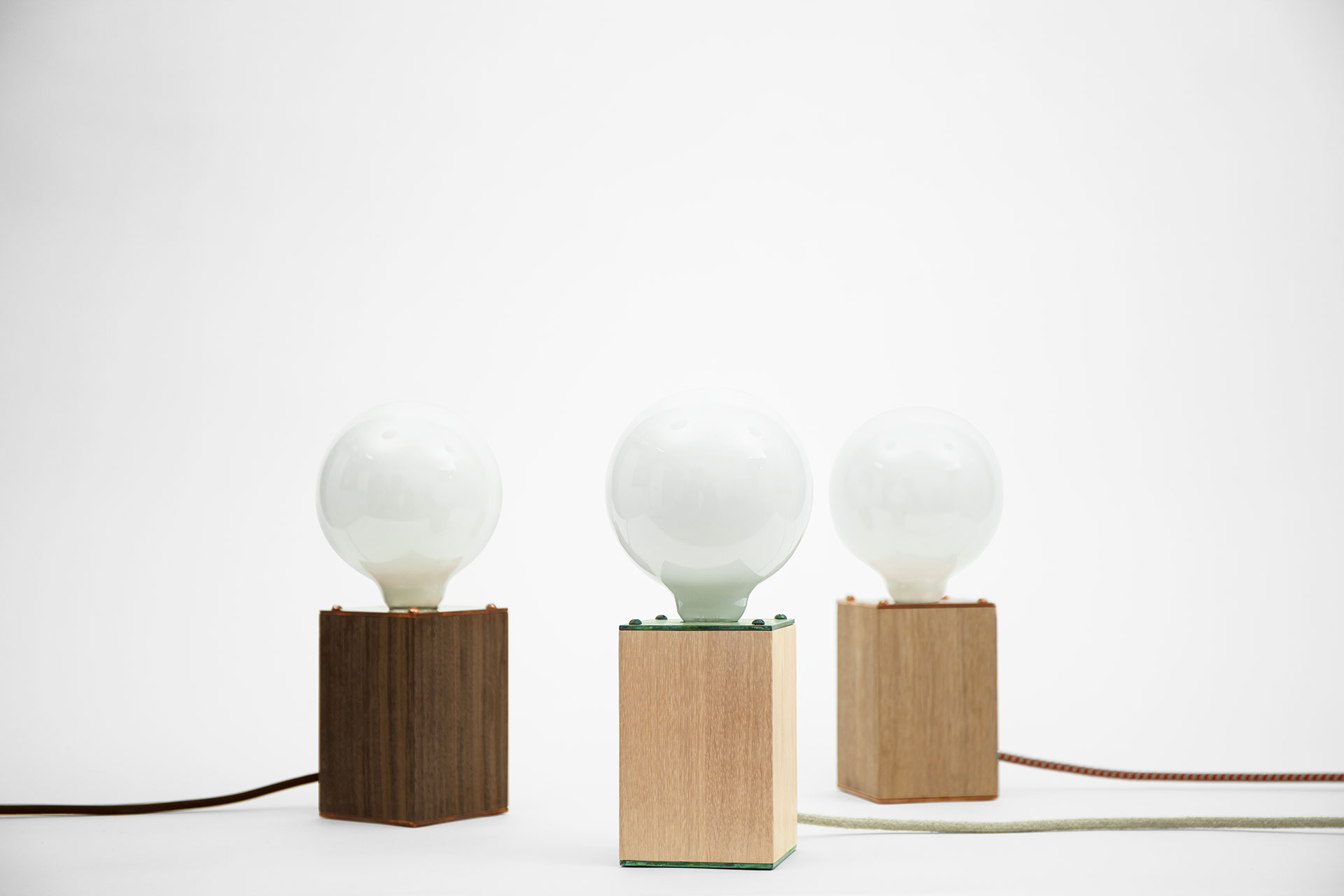Zapalgo-Rando-designers-table-lamp-001-wooden