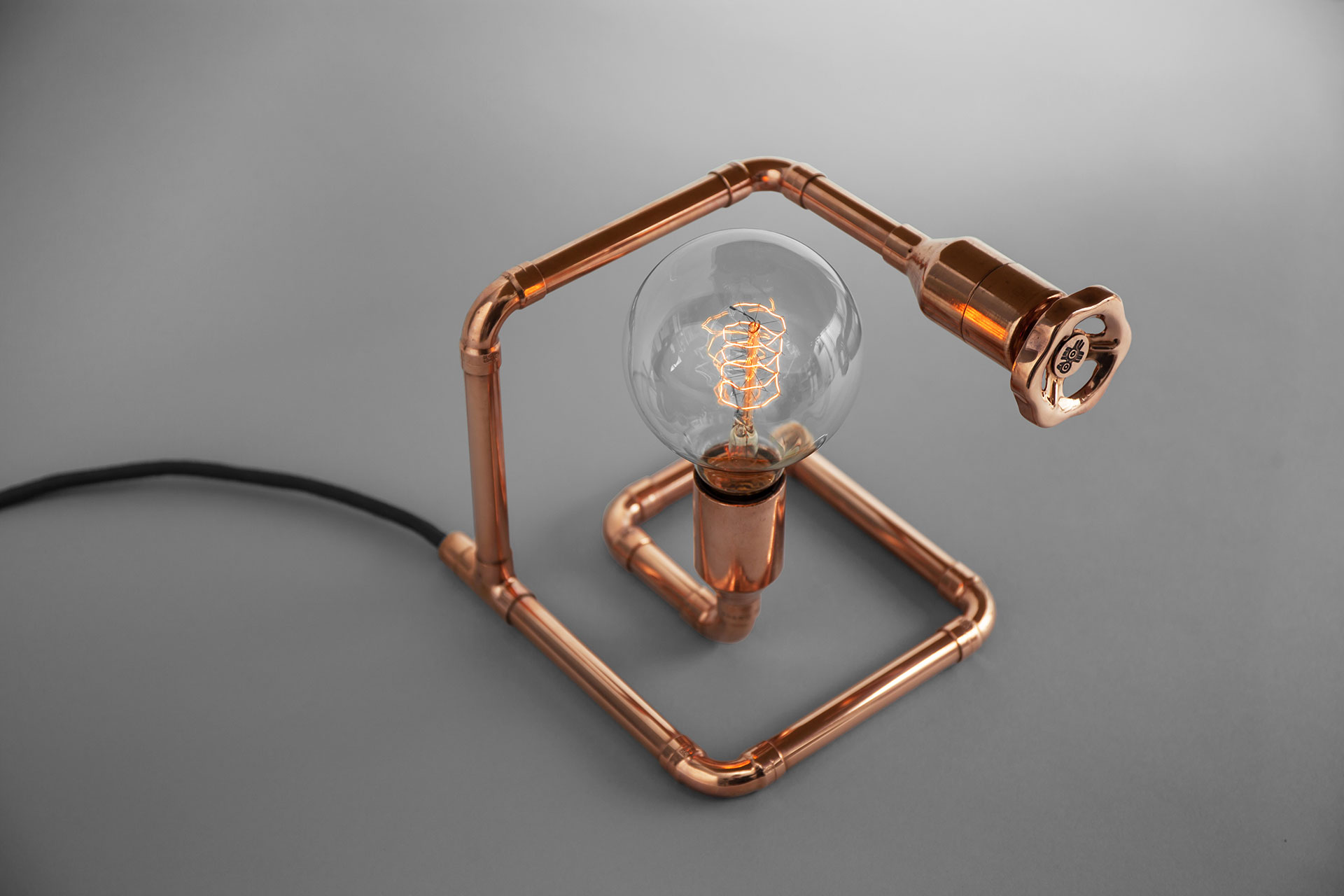 Unique dimmable table lamp in trendy copper metal finish with vintage Edison bulb inspired by loft design