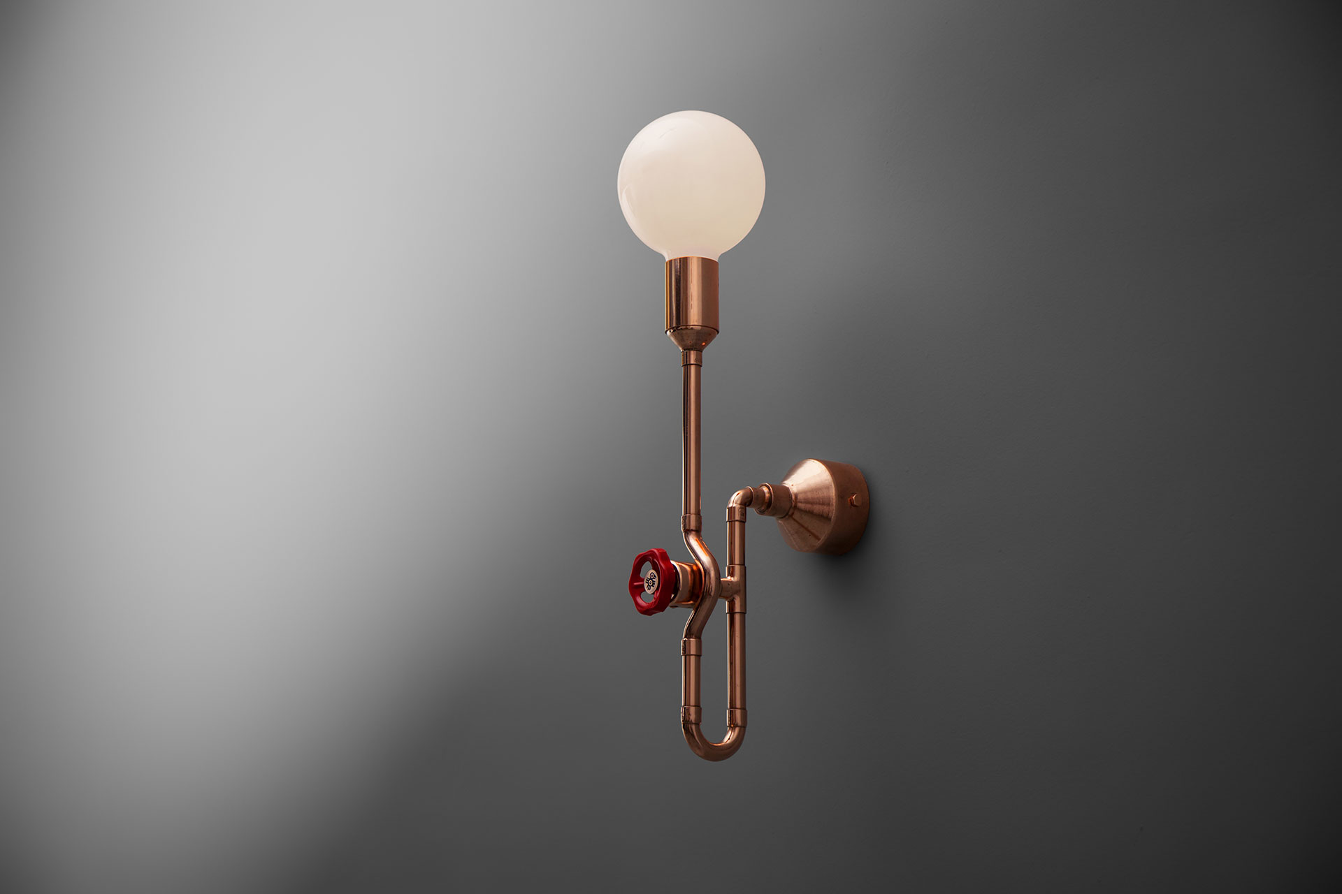 Cool dimmable sconce in copper or brass inspired by industrial design