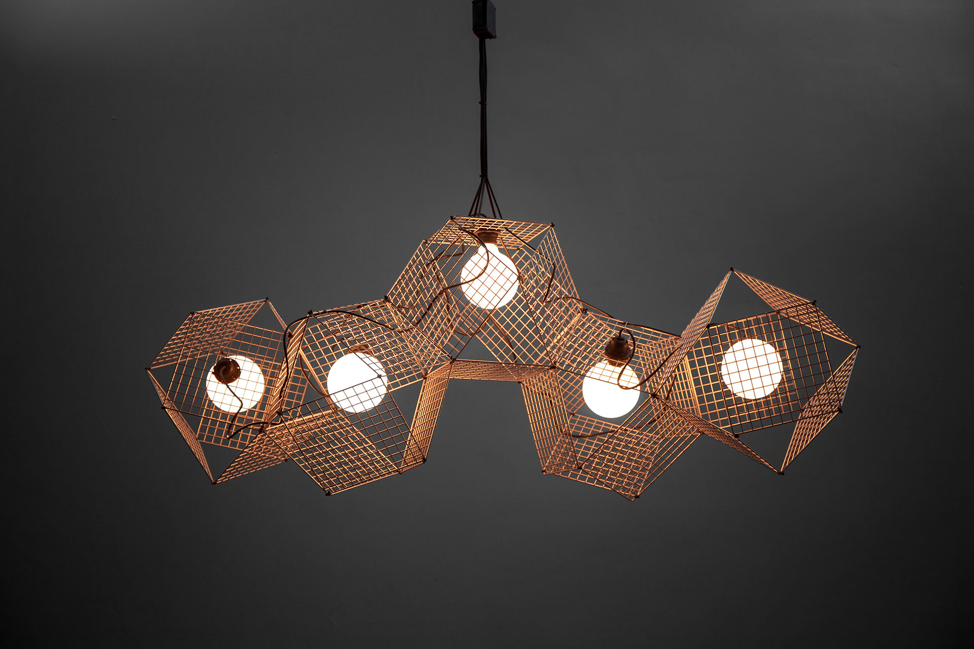 Decorative ceiling lamp in trendy copper inspired by Tom Dixon Etch pendant light