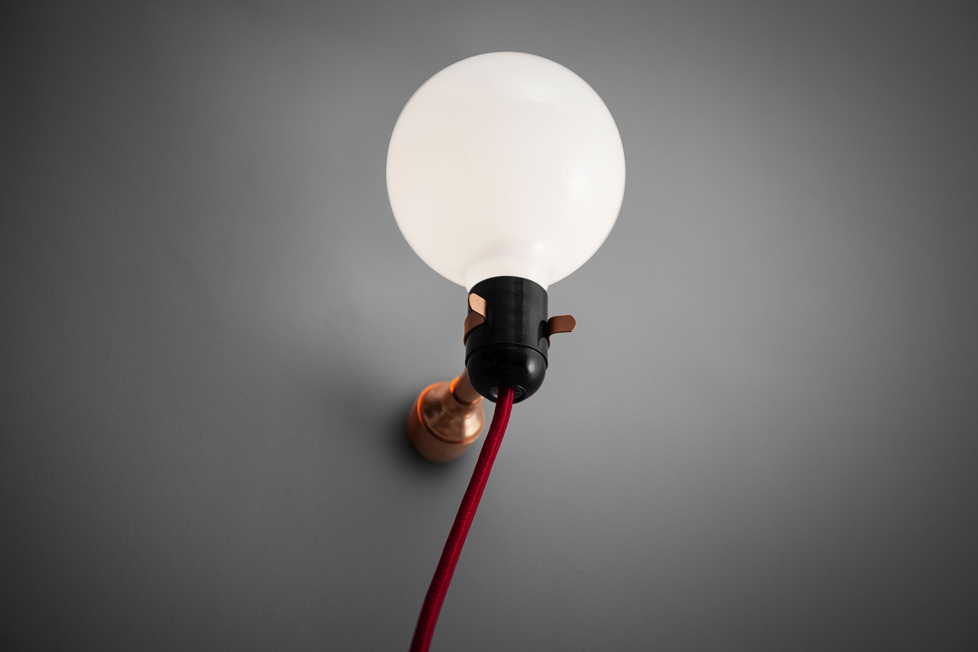 Balloon wall lamp in copper or brass