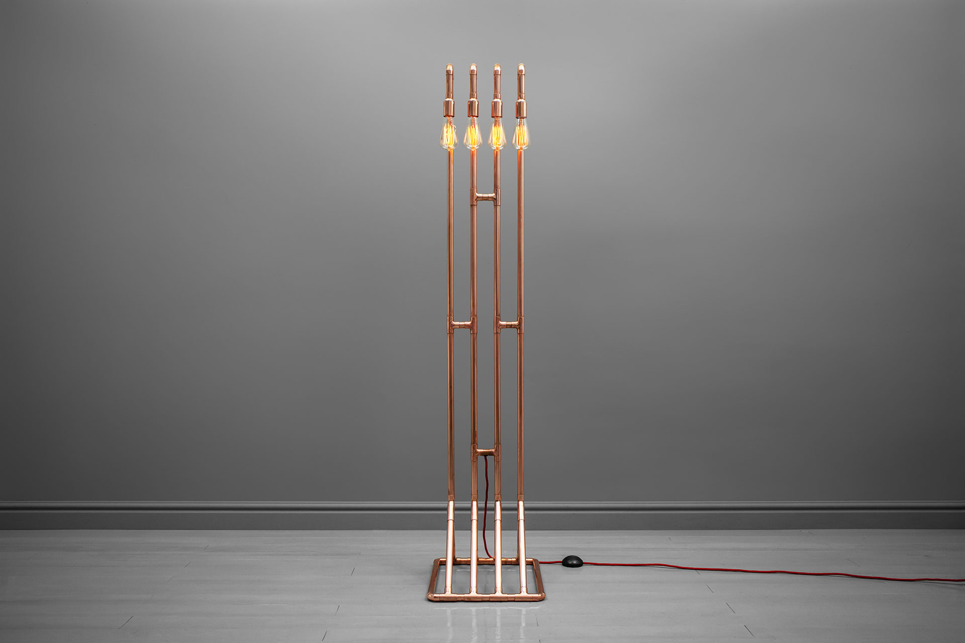 4-lights floor lamp with retro bulbs inspired by industrial design