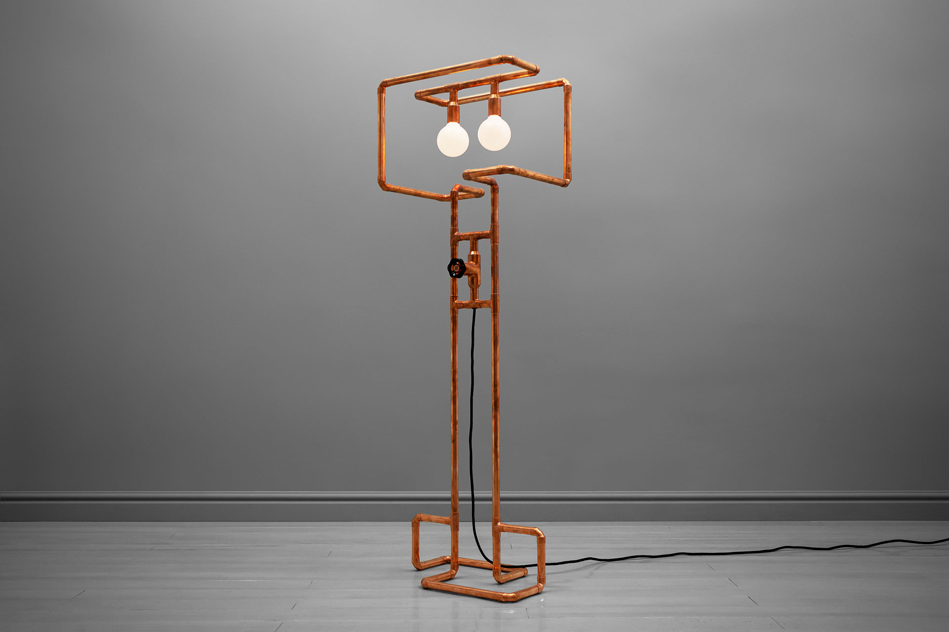 Unique dimmable floor lamp in trendy copper or modern brass inspired by industrial design