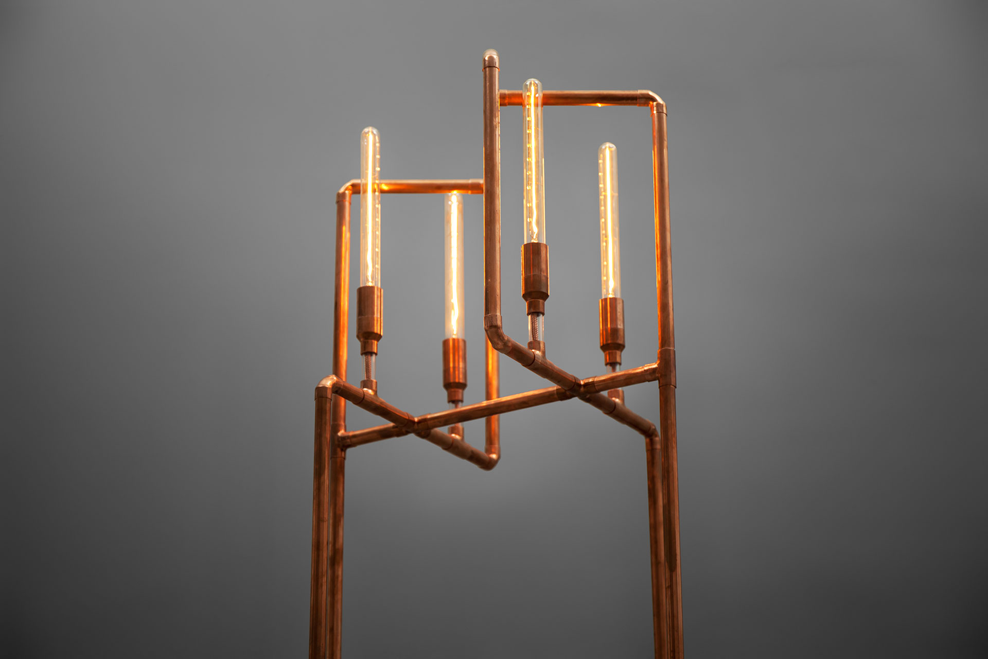 Steampunk design floor lamp in trendy copper with long Edison bulbs