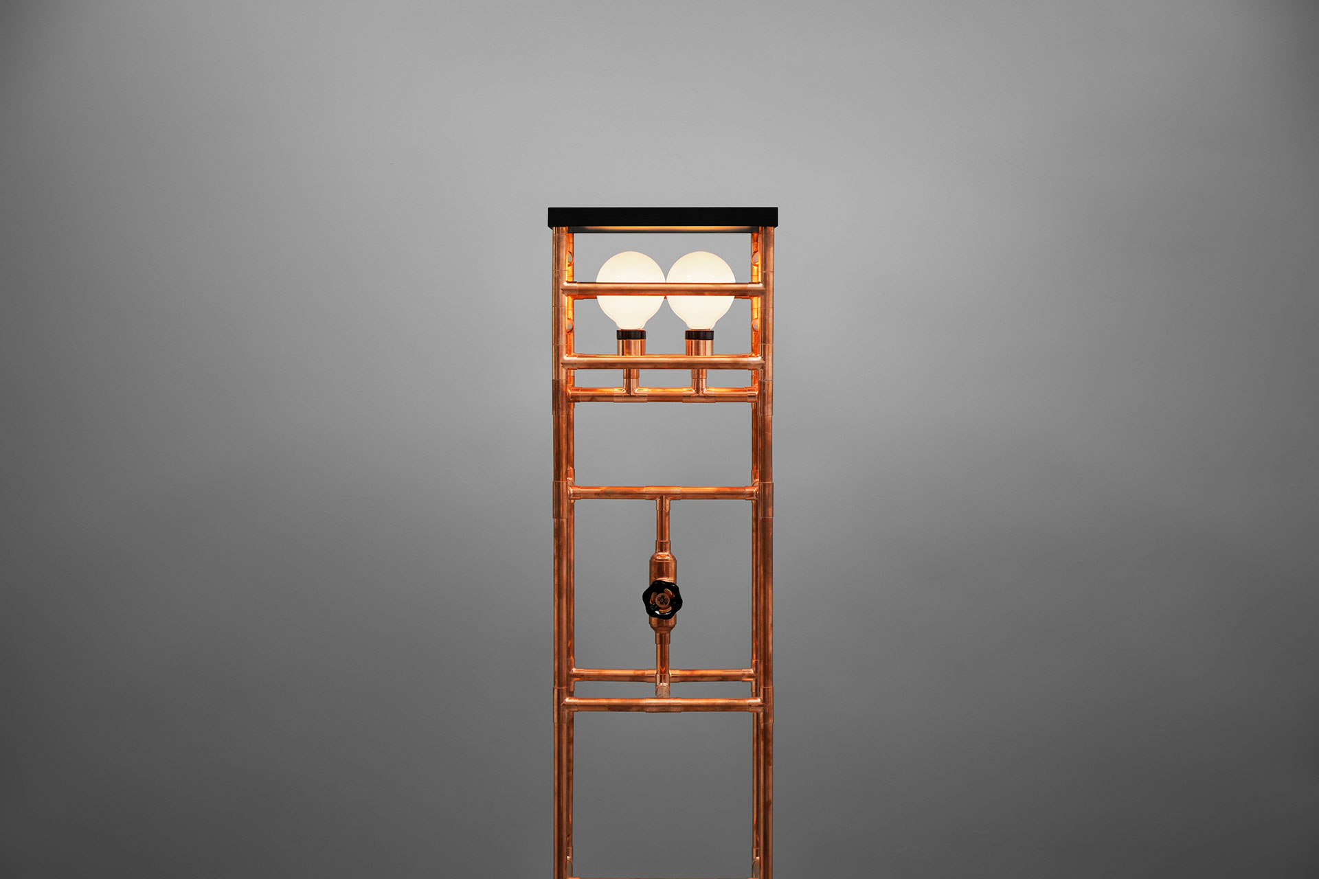 Steampunk design floor lamp in trendy copper or gold brass with rotary dimmer