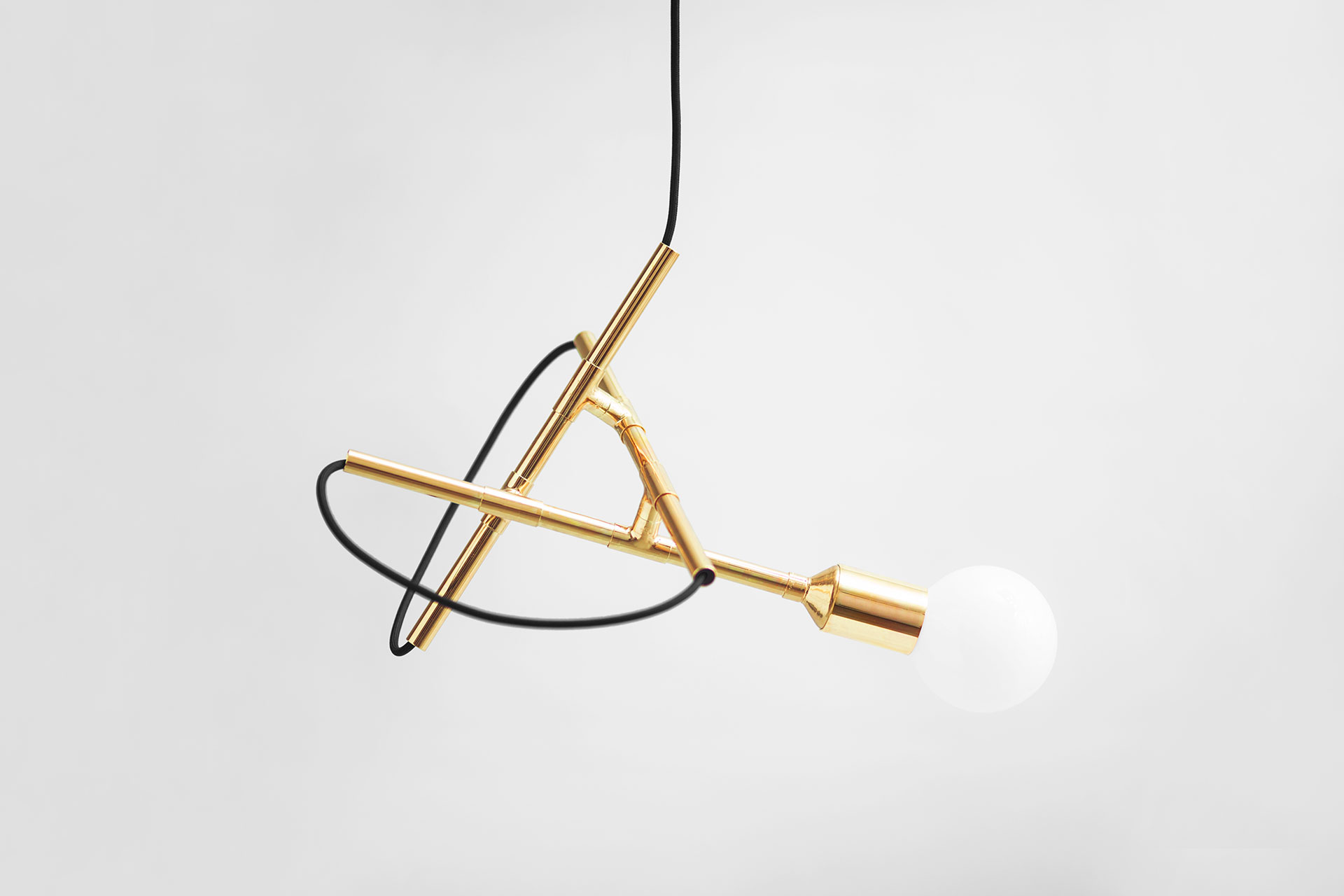 Unique pendant lamp in trendy brass inspired by mid-century modern design